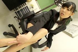 横山夏希 巨乳美女OLがオナニー!お股を開いておマンコを触る淫乱痴女の誘惑が淫ら過ぎる