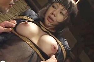 長谷川瞳 岡野美憂 巨乳美女のくのいちが捕まってしまい緊縛拘束される!凌辱レイプされて墜ちる