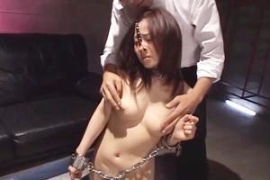 川上ゆう 巨乳美女が拘束され調教されてしまう!鼻フックや首輪を付けられ奴隷のように扱われるM女