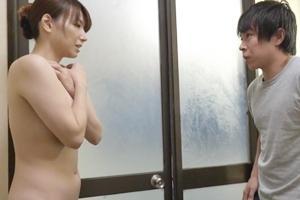 加藤あやの 巨乳熟女の叔母が中出しセックス!おばさんの下着を嗅いでいたらバレてしまった結果