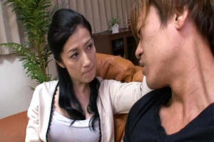 七海ひさ代 欲求不満の彼女の母がオナニーじゃ満足できずに娘の彼氏を誘惑して中出し懇願熟女セックス