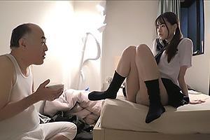 松本いちかセーラー服JKが隣人のおじさんを調教!パンツを見せつけてくる小悪魔娘がちんぽを鬼責め