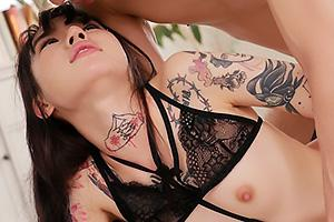 水森翠 全身タトゥーだらけの色白貧乳美女!ドMな刺青女に濃厚ザーメンをたっぷり顔射