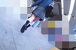 【蜃気楼】【素人】S28ちゃん 制服姿の美少女JKはなんと処女!後をつけまわし下からスカートの中を盗撮
