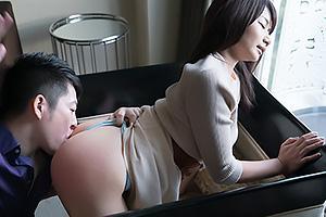 如月夏希 美尻をスパンキングされ感じまくりのドM美少女!乳首をつねられまんこが大洪水