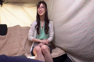 宇野栞菜 メガネのセレブ妻をナンパ成功!パンツにバイブを固定され浮気ちんぽをぶち込まれる