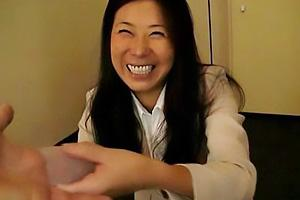 浅野静香 オナホールを売りに来た熟女販売員!お客さんちんぽに装着して手コキしちゃう