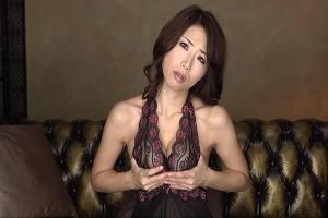 篠田あゆみ Iカップ爆乳にスレンダーなセクシーボディ!激エロ美熟女が自分のおっぱいを鷲掴み