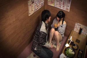 愛須心亜低身長にEカップ巨乳のお姉さんを居酒屋でナンパ!エッチなイタズラする様子を盗撮