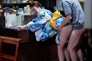 古川いおり 巨乳美女の従姉が中出し膣内射精される!浴衣姿のお姉さんに立ちバック近親相姦