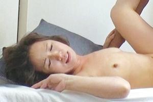 真野夏樹 垂れ乳熟女が中出し膣内射精される!若い肉棒に突き上げられ感じてしまうおばさん