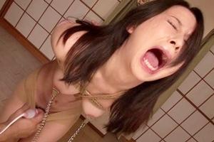 岩佐あゆみ 美人な人妻が緊縛拘束され調教セックス!おマンコを電マ責めされて感じてしまうドM奥さん