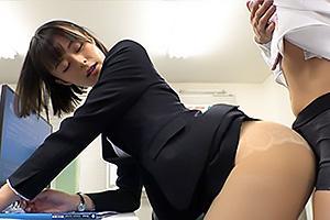 月乃ルナ パンチラで誘惑してくる人妻上司に欲情!パンストとパンツ着衣のまま素股攻撃