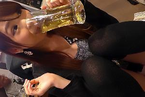 舞原聖お酒が入ってヤリマン痴女モード突入のお姉さん!トイレでちんぽをフェラチオしちゃう