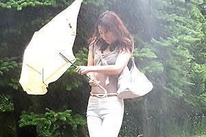 寧々 暴風雨でびしょ濡れになり下着がスケスケの上司妻!欲情した夫の部下と背徳のNTRセックス