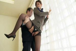 早川伊織 制服姿のキャビンアテンダントがぶっかけセックス!服のまま挿入されて激しく腰を振る!