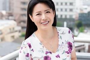 三浦恵理子 巨乳熟女がファンの自宅に出張!足でカニ挟みしっかりホールドして中出しセックス
