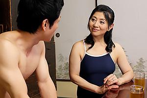 吉永静子 泳げない息子の悩みもセックスで解決!水着で特訓巨乳母が息子の幼馴染みをフェラして近親相姦!