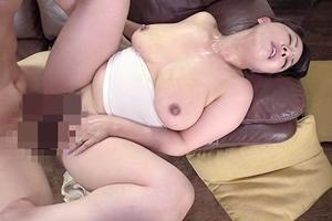 村上涼子 巨乳熟女が息子と近親相姦セックス!騎乗位から正常位で種付け中出しされる義母