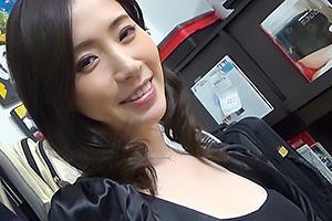 吉澤ひかり 美人な三十路熟女妻をナンパ成功!夫に内緒で他人におっぱいを揉まれる奥さんを盗撮