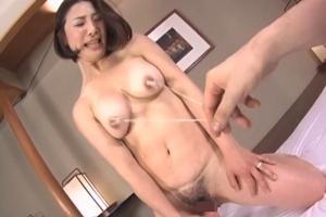 川島めぐみ 間宮いずみ 巨乳熟女がバイブでオナニーしながら乳首を引っ張られ感じてしまう!