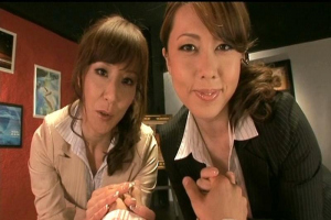 風間ゆみ 澤村レイコ スーツ姿の完熟美熟女が癒しのダブルフェラチオで若いチンポからザーメン絞りとる!