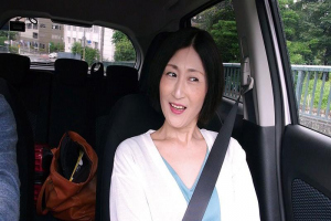 徳山翔子 四十路熟女の奥さんと不倫旅行に出発!夫のAVを見て興奮してしまいAV出演を決意