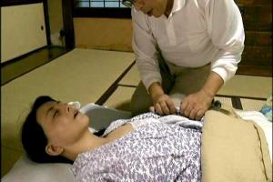 【ヘンリー塚本】浅井舞香病気で寝たきりの美熟女妻!無念にも死体となった奥さんに肉棒をぶち込む