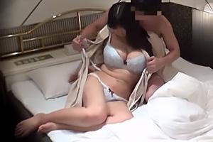 山瀬美紀 爆乳おっぱいの人妻とサラリーマンがホテルで不倫!赤裸々な浮気セックスを盗撮