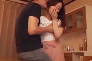 篠田ゆう 巨乳の美人妻が語る不倫体験!NTRセックスの告白をする妻に鬱勃起してしまう夫