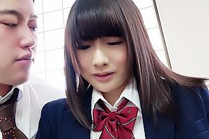 【素人】ひなみ 放課後に呼び出した制服姿の美少女JK!3Pでちんぽをフェラさせバックでガン突き