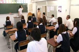 滝川恵理転校してきた男子生徒が全裸でクラスのJKはチンチンに釘付け