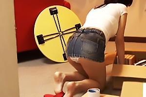 広瀬奈々美 近くに引っ越してきたエロ尻のセクシー美人妻!Tバックの股間を顔面騎乗で押し付け素股