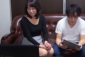 矢田紀子 清楚な五十路熟女に女性向けのAVを鑑賞をしてもらう!股間が疼いてきてしまうおばさん