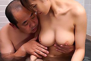 高橋しょう子 娘がお風呂に入っているところに突入する義父!爆乳美女のまんこを手マン責め