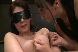 吉岡奈々子 目隠し拘束された巨乳の四十路熟女!美人なお姉さんに乳首責めされレズ調教