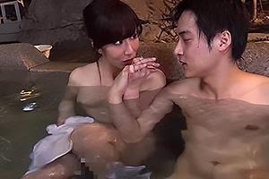 澤村レイコ 美熟女のお母さんと温泉旅行!混浴で母親の裸体に欲情してしまい近親相姦開始