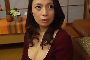織田真子 息子に女として見られていた巨乳美熟女のお母さん!肉棒に跨り杭打ち騎乗位で近親相姦