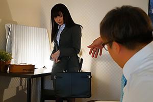 槙いずな 嫌いなデブ上司と相部屋出張!彼氏持ちの細身で華奢な美人黒髪OLが一晩中犯される!