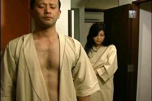 【ヘンリー塚本】浅井舞香 夫とセックスレスで欲求不満の熟女妻!電車で出会った男と不倫セックス