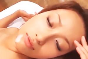 吉崎直緒美乳美尻美女がオイルでヌルヌルSEXでイカされ絶頂