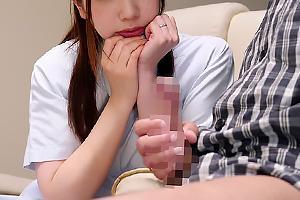 大浦真奈美 巨乳のナースにフル勃起ちんぽとオナニーを見せつける!センズリ鑑賞で興奮する人妻