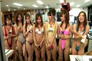 羽生ありさ 橘ひなた 過激な水着を着衣して肌を露出した女子社員達!オフィスで大乱交開始