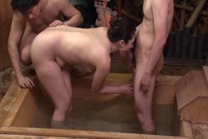 沖本千春温泉旅行に来た熟女妻がヤクザに犯されお風呂で乱交SEX