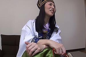 井上綾子 三国志コスプレしたスレンダーな美熟女!ランジェリー姿にされてしまい濃厚クンニ
