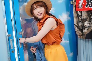 【マジックミラー号】関西弁のアトラクションスタッフをナンパ!激カワ娘を立ちバックで激ピス