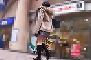 【素人】A17ちゃん セーラー服の美少女JKがターゲットにされる!本屋で生脚とパンチラを盗撮成功