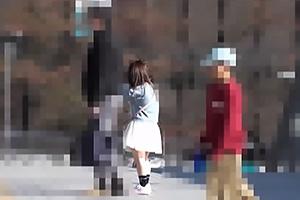【素人】Y10ちゃん 超低身長のミニマム美少女を連れた親子を盗撮!超絶ロリ娘をストーキングする