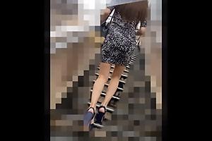 【素人】S40ちゃん タイトなワンピースを着衣したスタイル抜群のトップモデル!美脚と谷間を密着盗撮