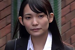 咲乃小春 登校拒否している生徒の家庭訪問する女教師!鬼畜な家族に輪姦レイプされ肉便器と化す